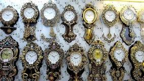 Orologi nel deposito archivi video