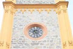 Orologi sulla torre della chiesa fotografia stock