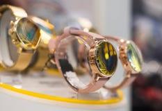 Orologi in un negozio di lusso fotografia stock