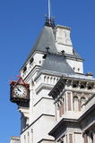 Orologio alla Corte di Giustizia reale Immagine Stock Libera da Diritti