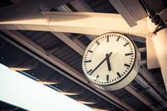 Orologio alla stazione ferroviaria Fotografia Stock
