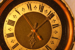 Orologio antico con i numeri romani Immagine Stock