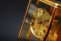 Orologio antico dell'oro fotografia stock