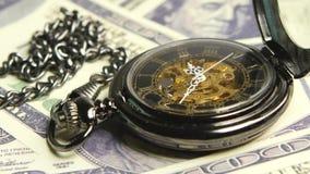 Orologio antico di scheletro Fine in su stock footage