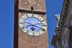Orologio antico di Torre Bissara a Vicenza Fotografia Stock Libera da Diritti
