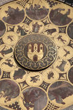 Orologio astronomico nel quadrato di Città Vecchia; Vicinanza di Mesto di sguardo fisso; Immagini Stock