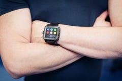 Orologio astuto con i apps Fotografie Stock Libere da Diritti