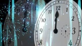 Orologio che conta alla rovescia alla mezzanotte con i fuochi d'artificio illustrazione di stock