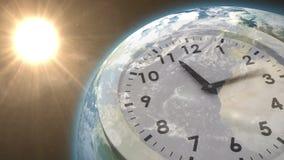 Orologio che ticchetta contro il sole sulla terra royalty illustrazione gratis