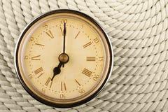 Orologio con i numeri romani. Tempo sette ore. Fotografie Stock