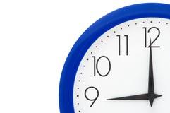 Orologio con il blocco per grafici blu Fotografia Stock