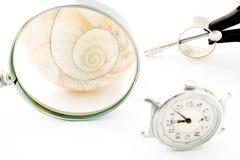 Orologio con il Magnifier e bussola o tempo e spazio immagini stock libere da diritti