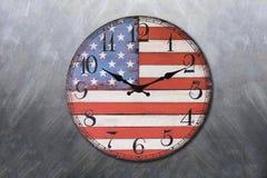 Orologio con la lavagna della bandiera dell'america Immagini Stock Libere da Diritti