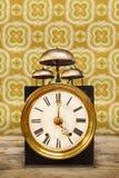 Orologio d'annata con tre campane sulla cima Fotografia Stock