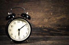 Orologio d'annata del nero dell'allarme Immagini Stock