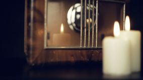 Orologio d'annata e pendolo della candela video d archivio