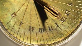 Orologio d'annata solare Priorità bassa bianca Fine in su archivi video