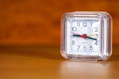 Orologio d'annata su una tavola Fotografie Stock Libere da Diritti
