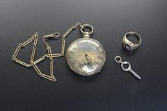 Orologio da tasca e catena dell'orologio antichi dell'oro Immagine Stock Libera da Diritti
