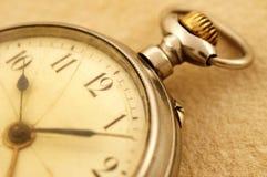 Primo piano dell'orologio da tasca Fotografie Stock Libere da Diritti
