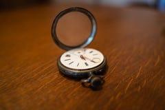 Orologio da tasca vecchio fotografia stock libera da diritti
