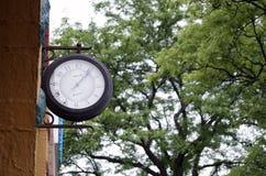 Orologio dal lato di costruzione Fotografie Stock
