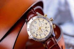 Orologio del cuoio dell'uomo per casuale Immagine Stock Libera da Diritti