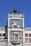 ` Orologio del dell di Torre della torre di orologio del ` s di St Mark sulla piazza San Marco, Venezia, Italia immagine stock libera da diritti
