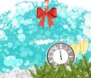 Orologio del fondo del nuovo anno con i vetri del champagne e l'arco rosso Immagine Stock