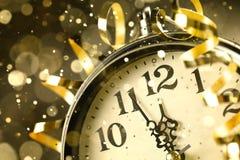 Orologio del nuovo anno prima della mezzanotte fotografie stock