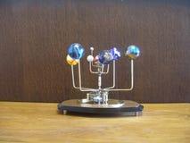 Orologio del Orrery con 8 pianeti Fotografia Stock