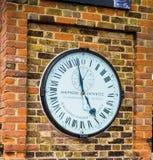 Orologio del portone del pastore all'osservatorio di Greenwich reale immagini stock