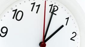 Orologio del primo piano che ticchetta mostrando un'ora Fotografia Stock Libera da Diritti