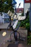Orologio del sole di Rustical fuori in un parco Meridiana in Germania Fotografia Stock Libera da Diritti