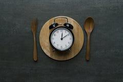 Orologio dell'alimento a tempo del pranzo Concetto sano dell'alimento Fotografie Stock