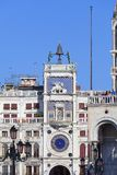 ` Orologio Dell Torre башни с часами ` s St Mark на аркаде Сан Marco, Венеции, Италии Стоковое фото RF