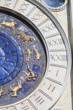 ` Orologio Dell Torre башни с часами ` s St Mark на аркаде Сан Marco, Венеции, Италии Стоковые Фотографии RF