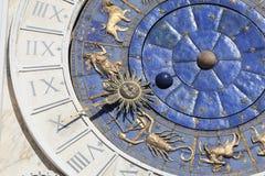 ` Orologio Dell Torre башни с часами ` s St Mark на аркаде Сан Marco, Венеции, Италии Стоковое Изображение RF