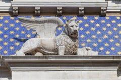 ` Orologio Dell Torre башни с часами ` s St Mark на аркаде Сан Marco, Венеции, Италии Стоковые Изображения