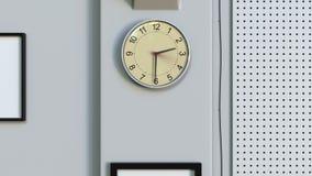 Orologio dell'ufficio che misura fuori da un'ora video d archivio
