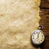 Orologio della casella su vecchio documento Fotografie Stock Libere da Diritti