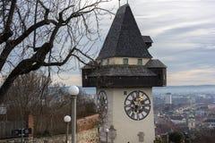 Orologio della città conosciuto come Urhturm, sistemato sulla cima della collina Schl Fotografia Stock