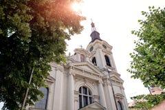 Orologio della torre sulla chiesa ortodossa fotografia stock