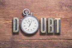 Orologio di dubbio di legno fotografia stock