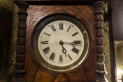 Orologio di legno antico con i numeri romani Immagine Stock Libera da Diritti