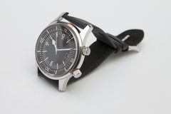 Orologio di lusso dell'operatore subacqueo degli uomini con la cinghia sintetica isolata su bianco Fotografia Stock Libera da Diritti