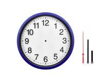 Orologio di parete blu profondo isolato su un fondo bianco Fotografia Stock Libera da Diritti