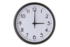 Orologio di parete rotondo dell'ufficio su bianco, fotografia stock