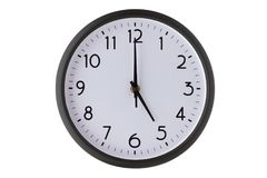 Orologio di parete rotondo dell'ufficio su bianco, fotografie stock libere da diritti