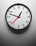 Orologio di parete su bianco Fotografie Stock Libere da Diritti